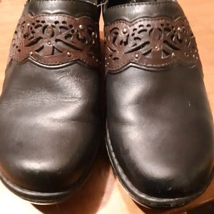 Ariat Black and Brown Clogs 8B